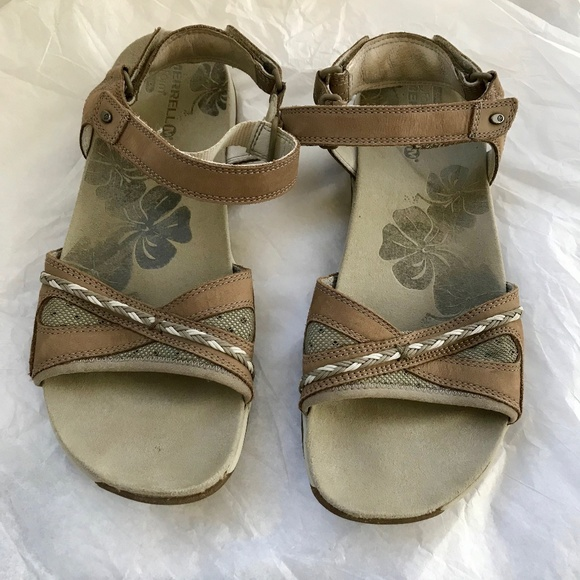 b4d45a4d82 Comfortable Merrell Sandals with Good Arch Support.  M_5b3806457386bcb686ee4986
